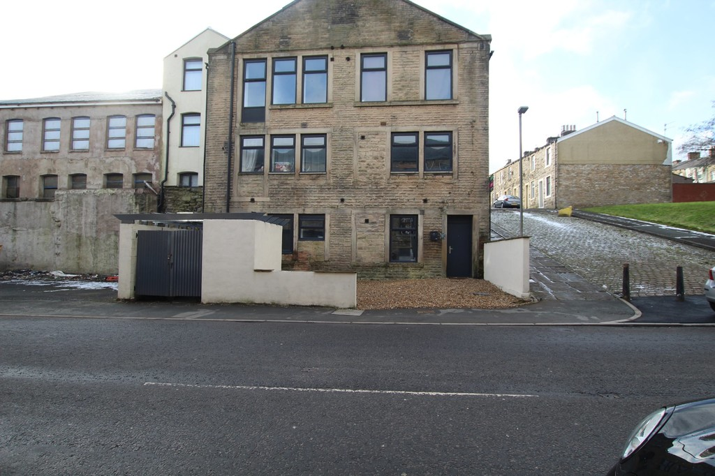 2 bedroom apartment flat Let Agreed in Accrington - photograph 1.