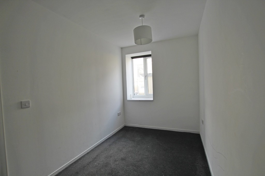 2 bedroom apartment flat Let Agreed in Accrington - photograph 3.
