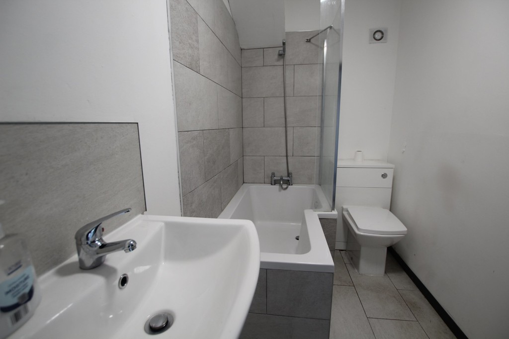 1 bedroom apartment flat Let Agreed in Accrington - photograph 4.