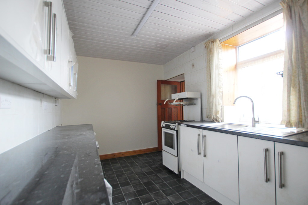 2 bedroom mid terraced house Let Agreed in Accrington - photograph 4.