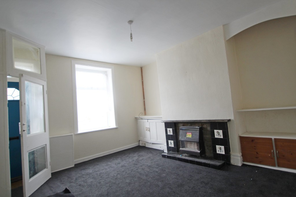 2 bedroom mid terraced house Let Agreed in Accrington - photograph 3.