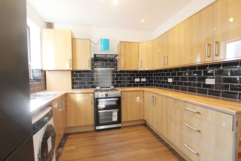1 bedroom shared flat flat To Let in Blackburn - photograph 10.