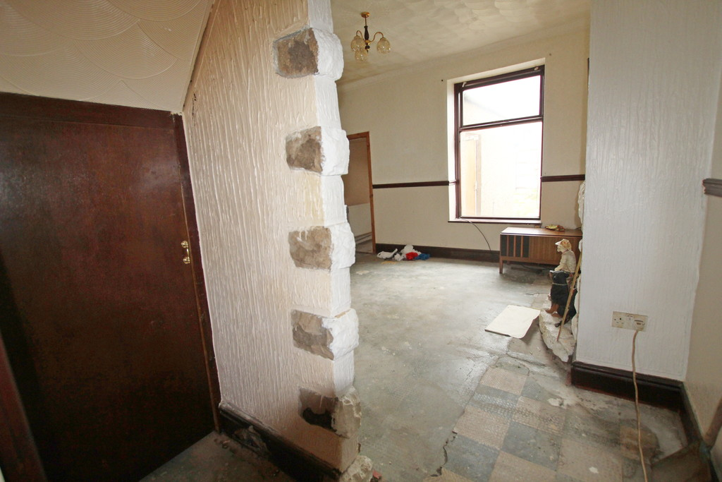 2 bedroom mid terraced house For Sale in Blackburn - photograph 3.
