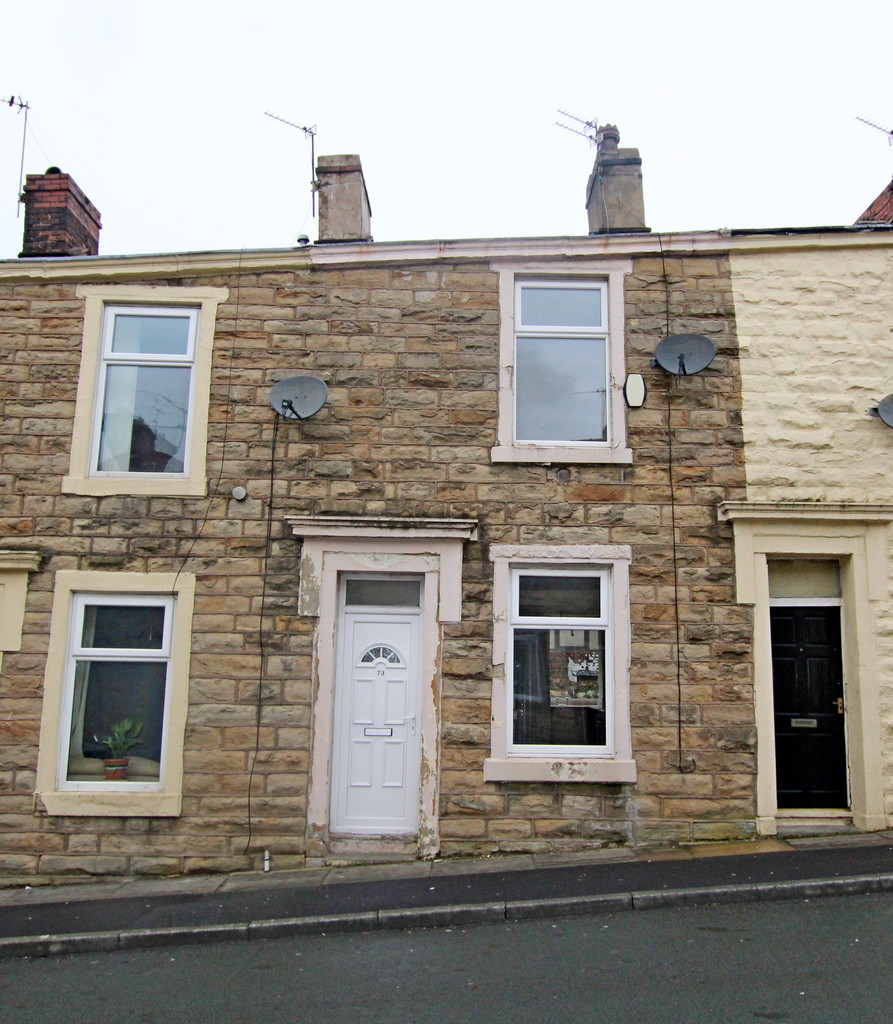 2 bedroom mid terraced house SSTC in Accrington - photograph 1.