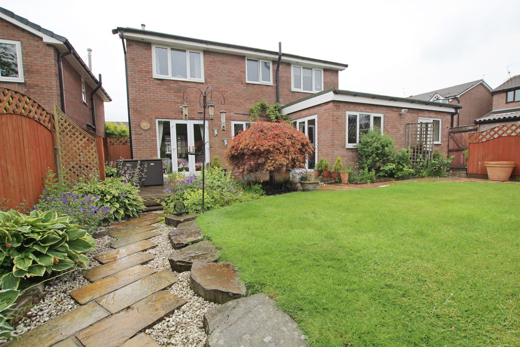 4 bedroom detached house Under Offer in Accrington - photograph 9.