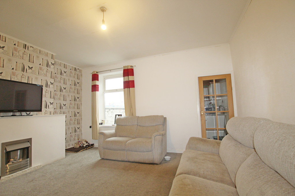 2 bedroom mid terraced house Sold in Accrington - photograph 4.