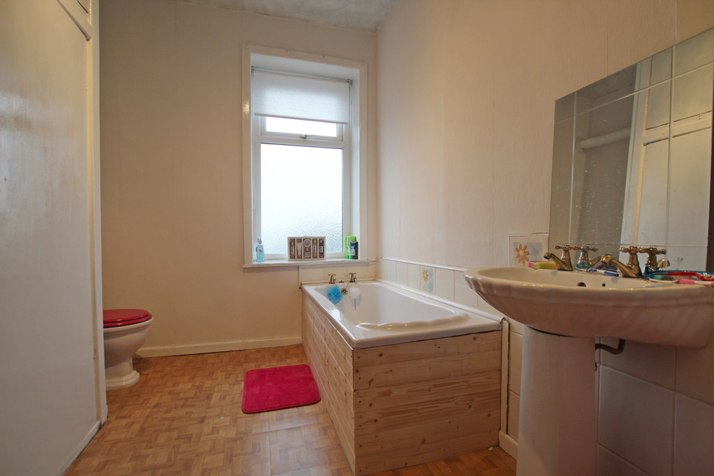 2 bedroom mid terraced house Sold in Accrington - photograph 6.