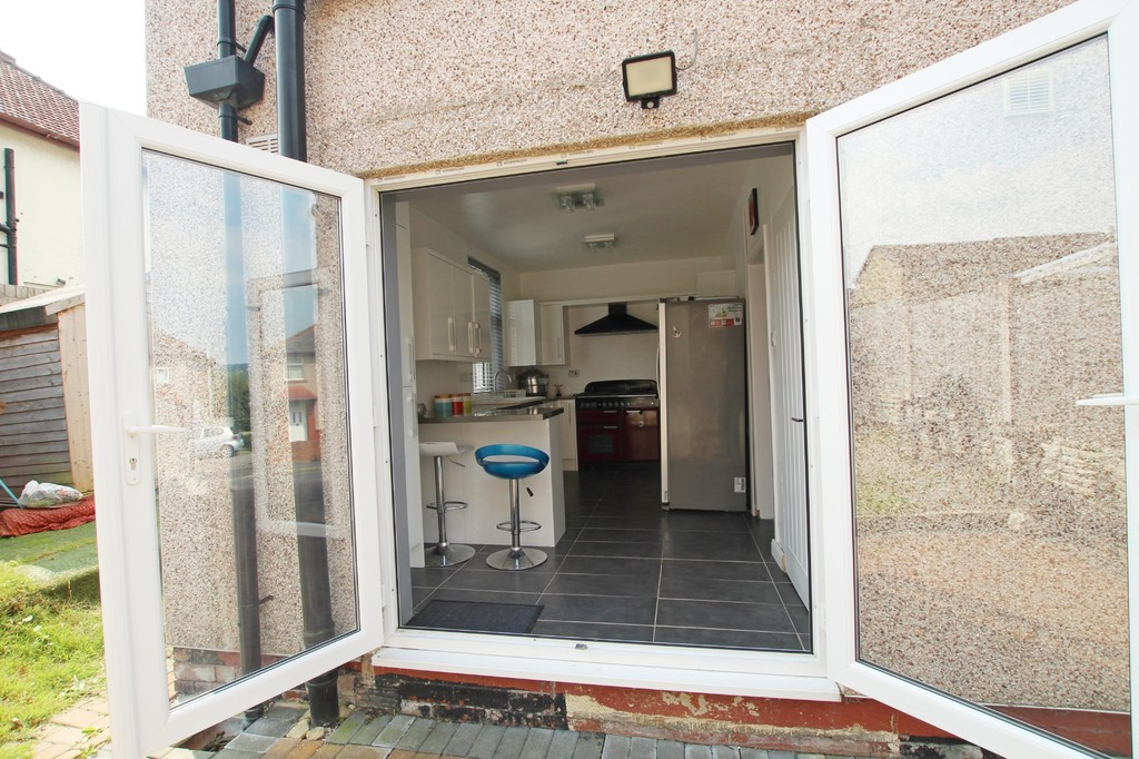 2 bedroom semi-detached house SSTC in Nelson - photograph 12.