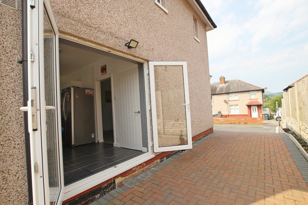 2 bedroom semi-detached house SSTC in Nelson - photograph 13.
