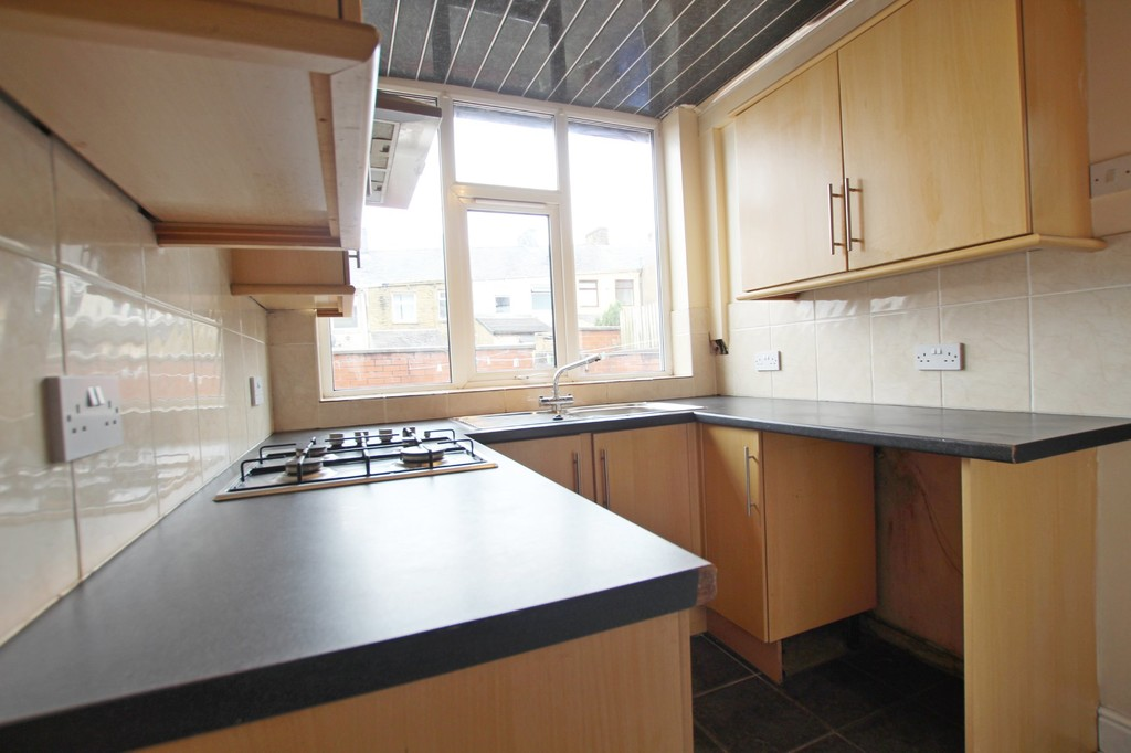 2 bedroom mid terraced house SSTC in Accrington - photograph 8.
