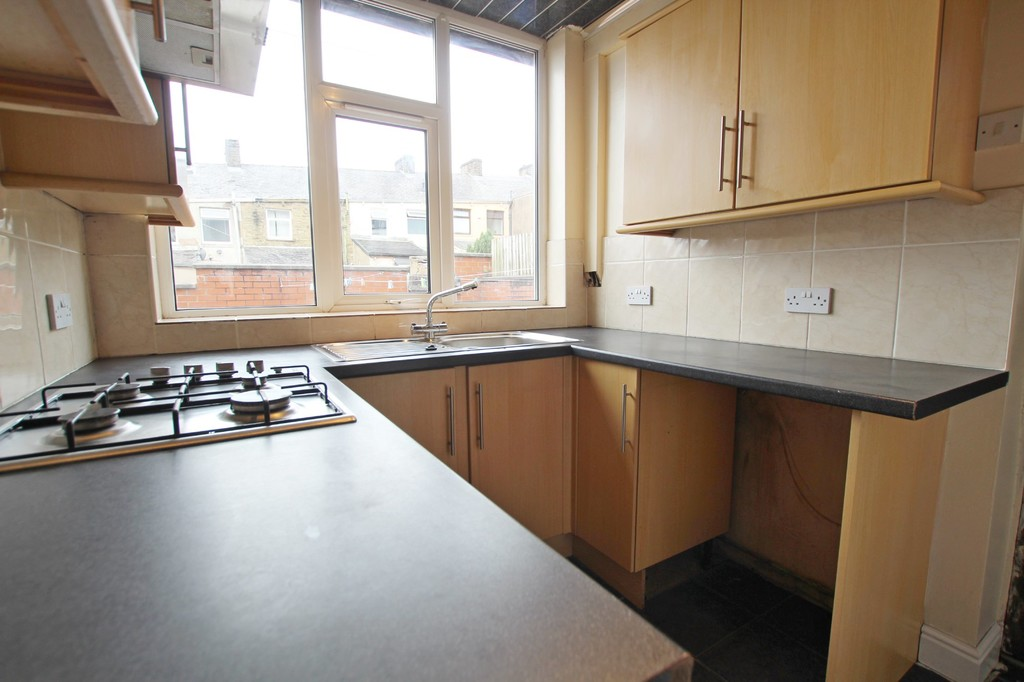 2 bedroom mid terraced house SSTC in Accrington - photograph 7.
