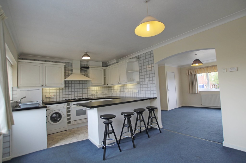 3 bedroom semi-detached house Let Agreed in Preston - photograph 4.