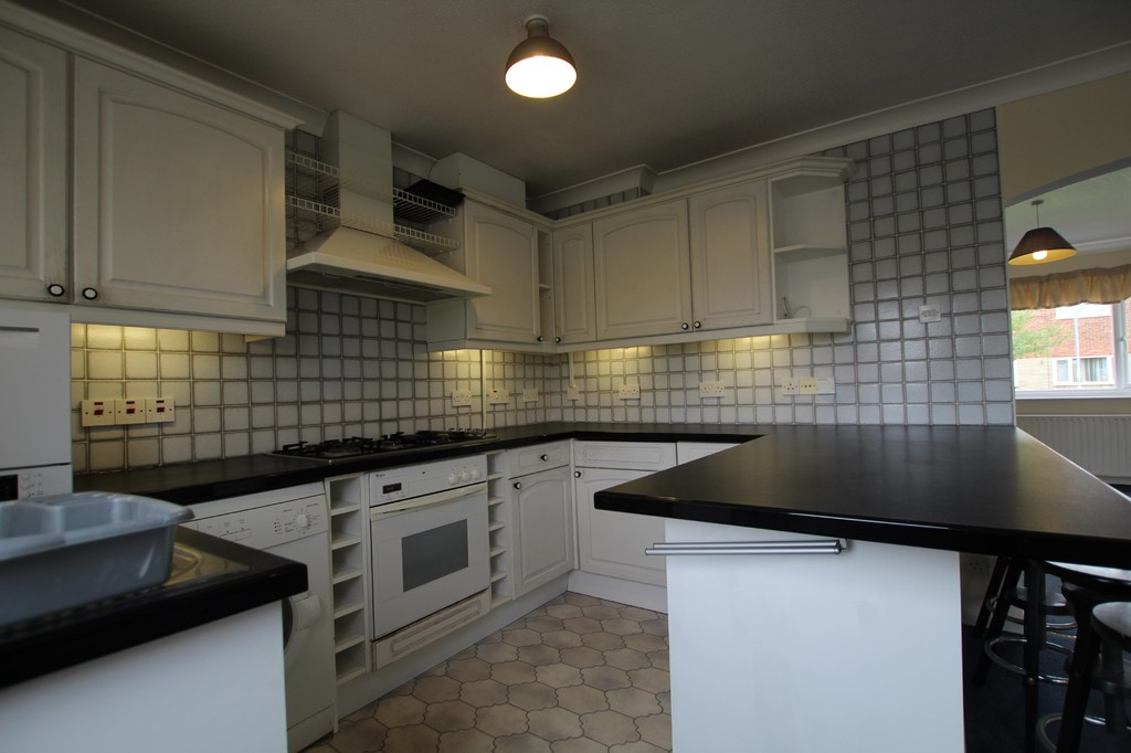 3 bedroom semi-detached house Let Agreed in Preston - photograph 6.