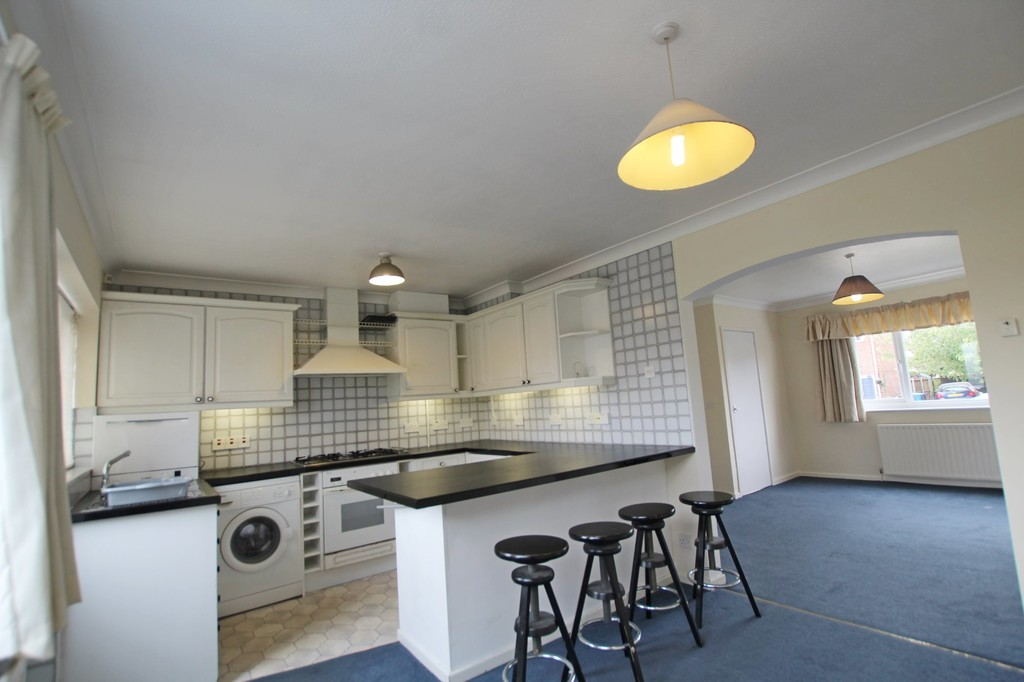 3 bedroom semi-detached house Let Agreed in Preston - photograph 7.