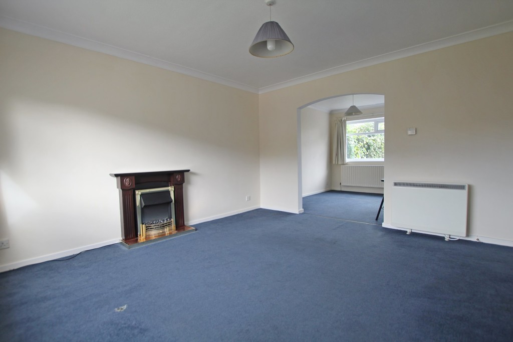 3 bedroom semi-detached house Let Agreed in Preston - photograph 2.