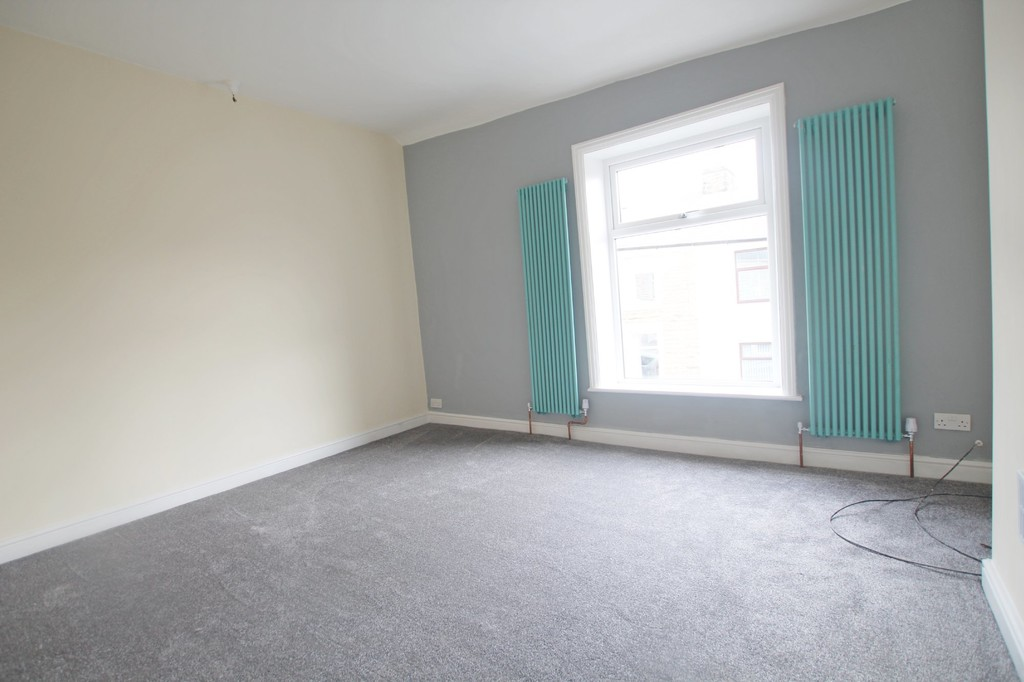 2 bedroom mid terraced house Let Agreed in Accrington - photograph 17.