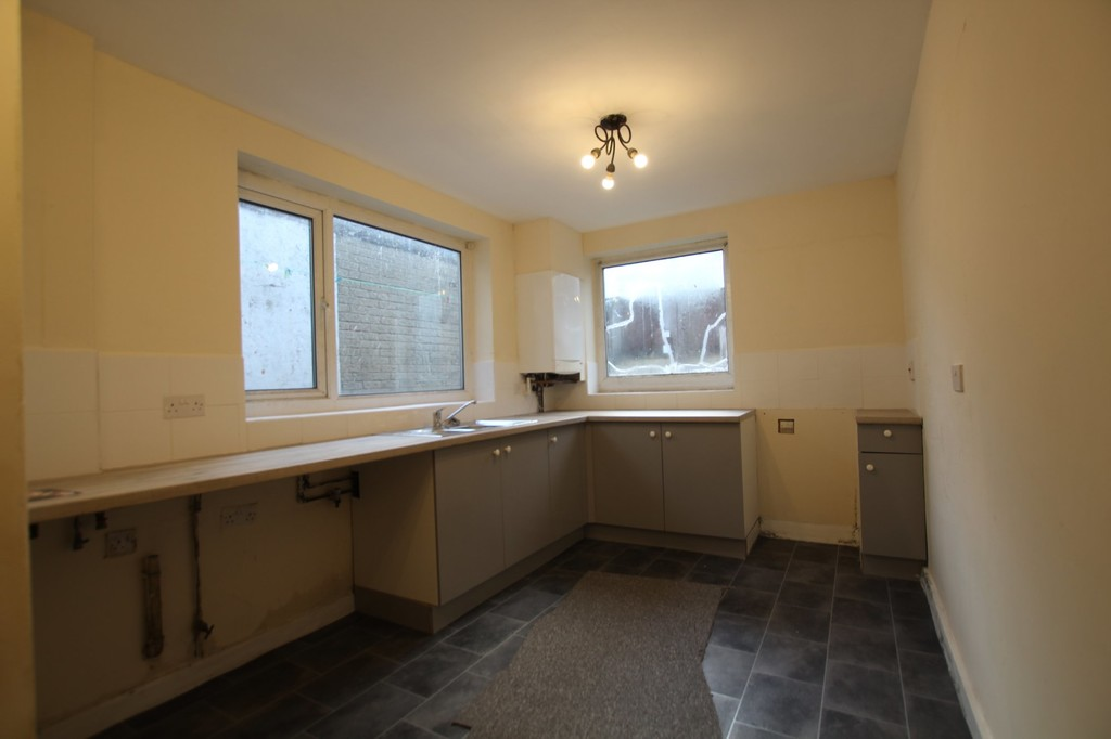 3 bedroom mid terraced house For Sale in Accrington - photograph 4.
