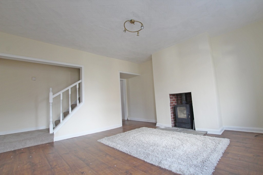 3 bedroom mid terraced house Let Agreed in Accrington - photograph 2.