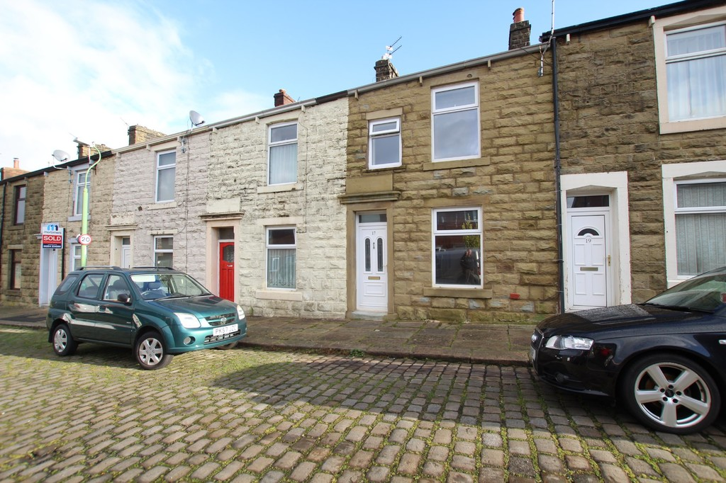3 bedroom mid terraced house Let Agreed in Accrington - photograph 1.