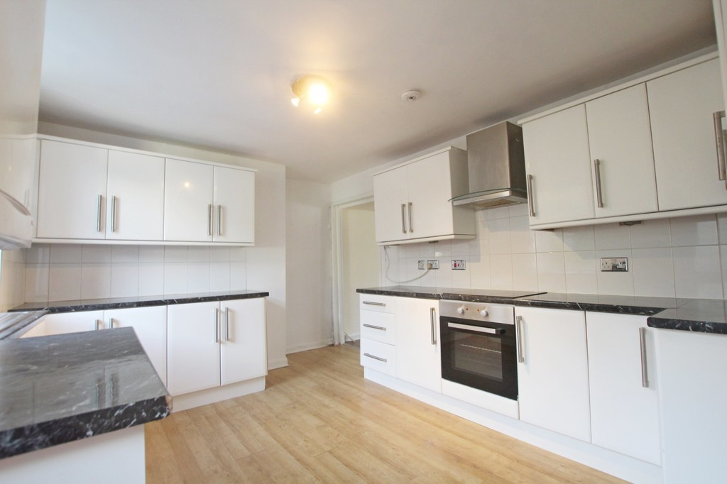 3 bedroom mid terraced house Let Agreed in Accrington - photograph 4.