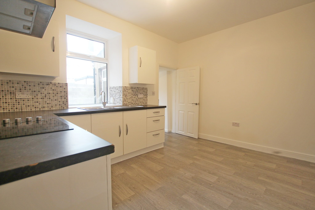 2 bedroom mid terraced house Let Agreed in Accrington - photograph 6.