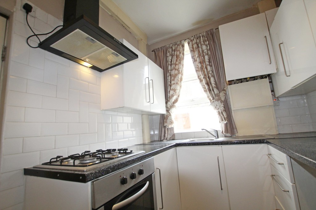 2 bedroom mid terraced house Let Agreed in Accrington - photograph 10.