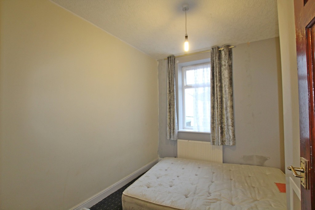 3 bedroom mid terraced house For Sale in Accrington - photograph 5.