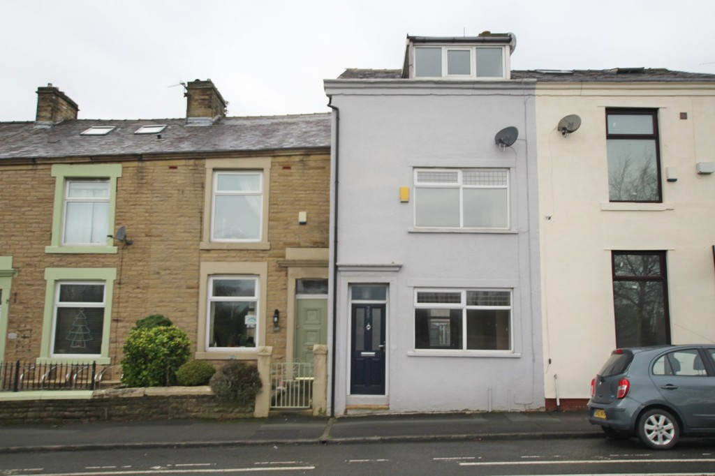4 bedroom mid terraced house Let Agreed in Blackburn - Main Image.