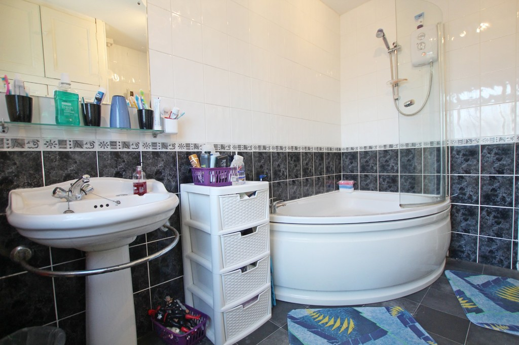 3 bedroom semi-detached house For Sale in Accrington - photograph 4.
