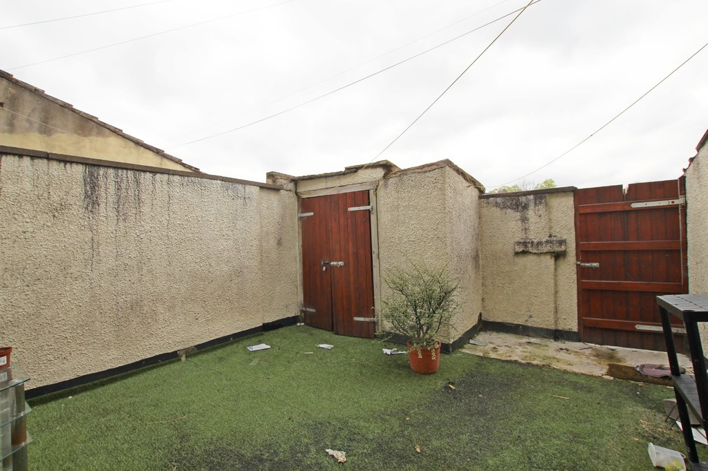 2 bedroom mid terraced house Let Agreed in Accrington - photograph 11.
