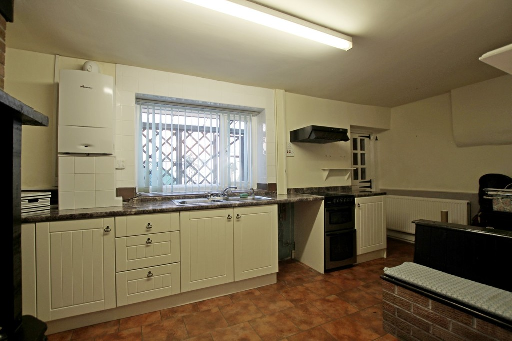 2 bedroom cottage house For Sale in Accrington - photograph 4.
