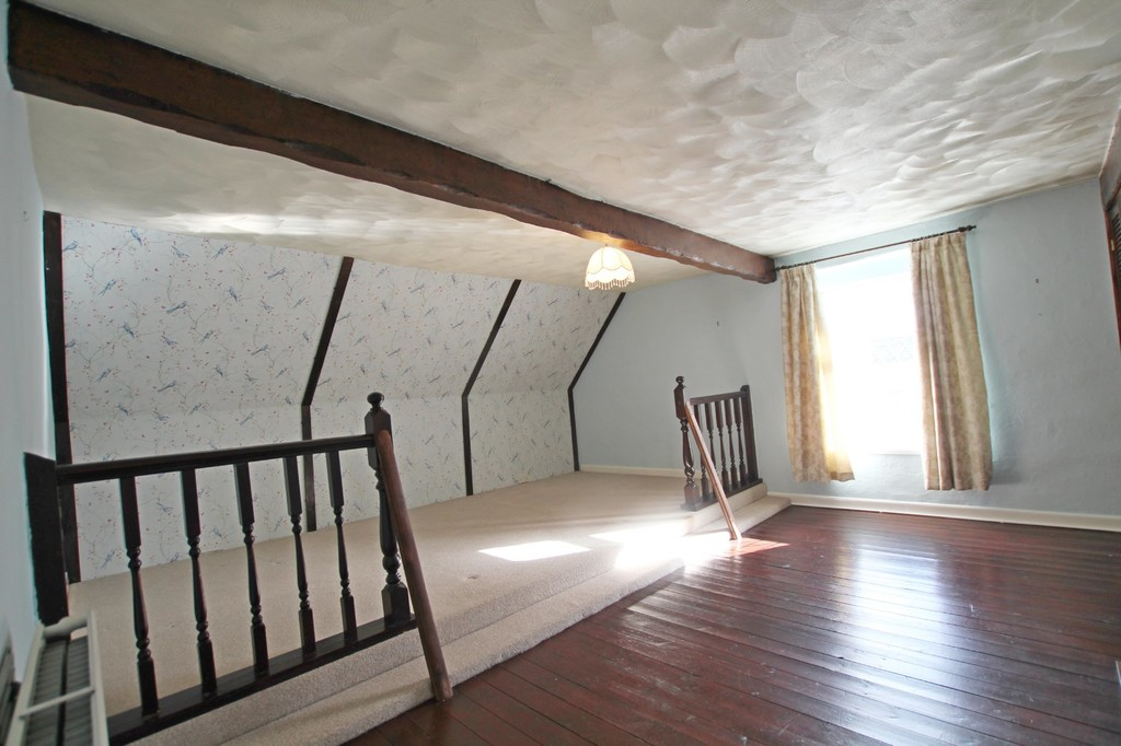 2 bedroom cottage house For Sale in Accrington - photograph 5.
