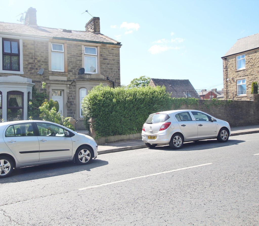 3 bedroom end terraced house For Sale in Accrington - photograph 1.