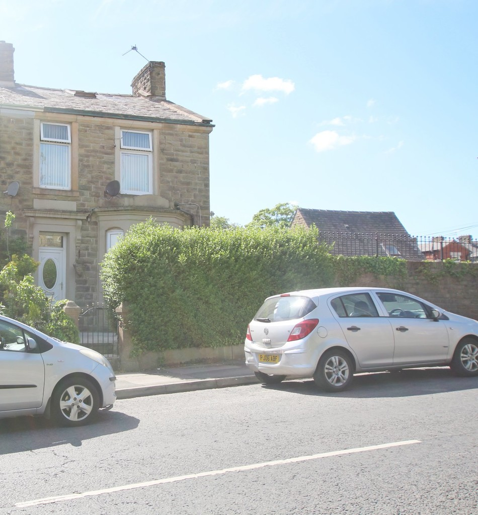 3 bedroom end terraced house For Sale in Accrington - photograph 2.