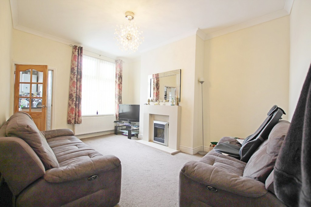 3 bedroom end terraced house For Sale in Accrington - photograph 4.