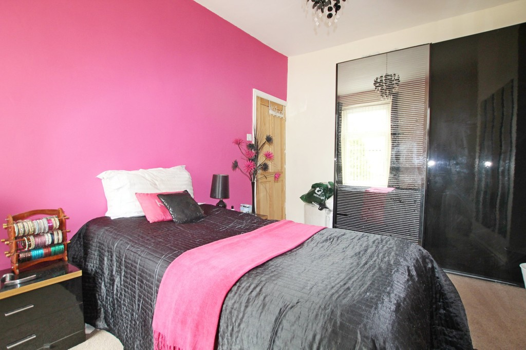 3 bedroom end terraced house For Sale in Accrington - photograph 9.