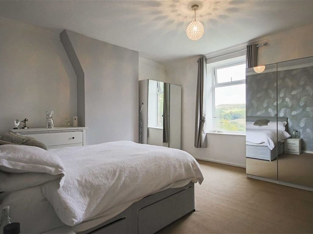 2 bedroom mid terraced house For Sale in Accrington - photograph 6.