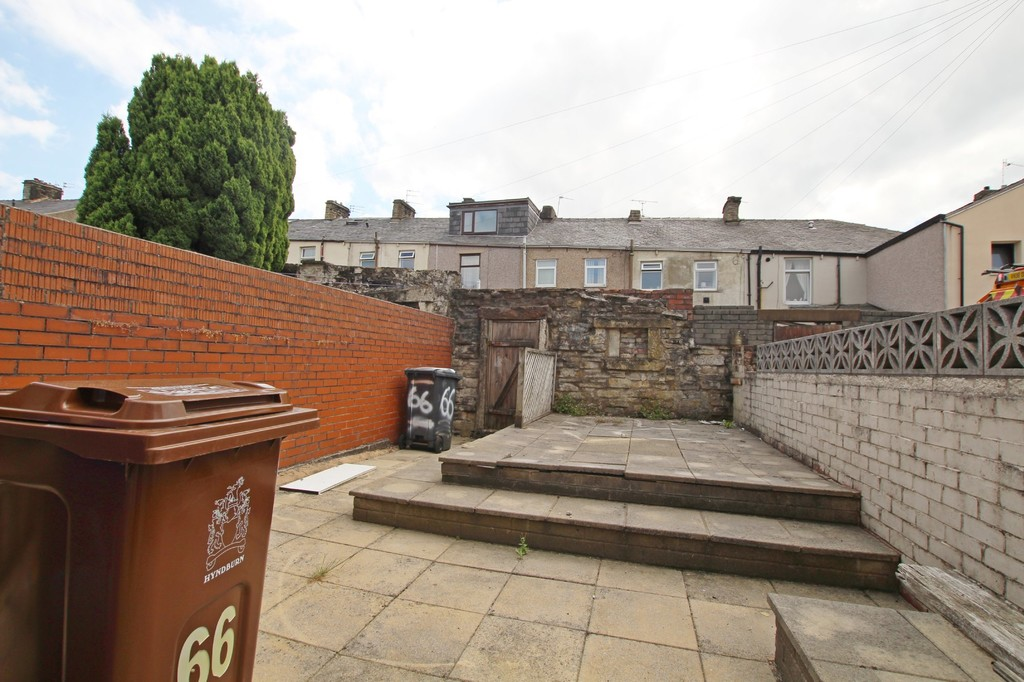 2 bedroom mid terraced house For Sale in Accrington - photograph 7.