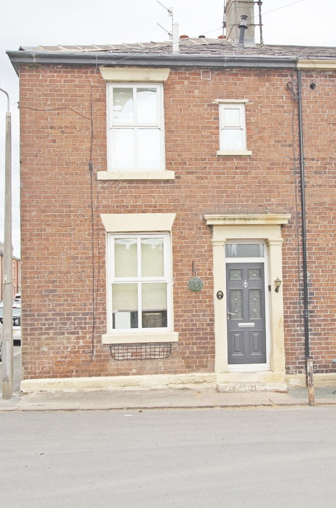 2 bedroom semi-detached house Under Offer in Clitheroe - Main Image.
