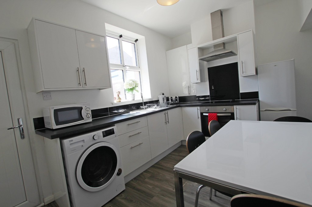 2 bedroom mid terraced house For Sale in Accrington - photograph 5.