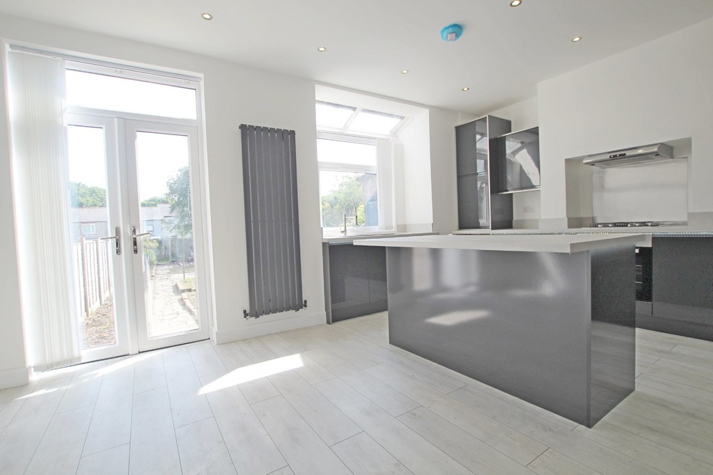 3 bedroom mid terraced house SSTC in Accrington - photograph 4.