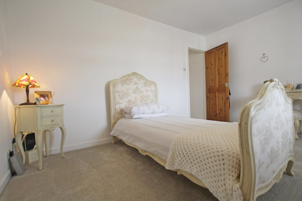3 bedroom town house Under Offer in Accrington - photograph 9.