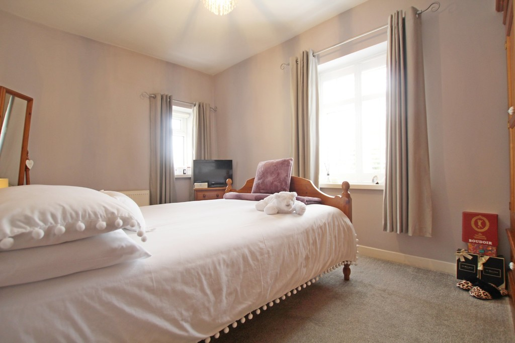 3 bedroom town house Under Offer in Accrington - photograph 7.