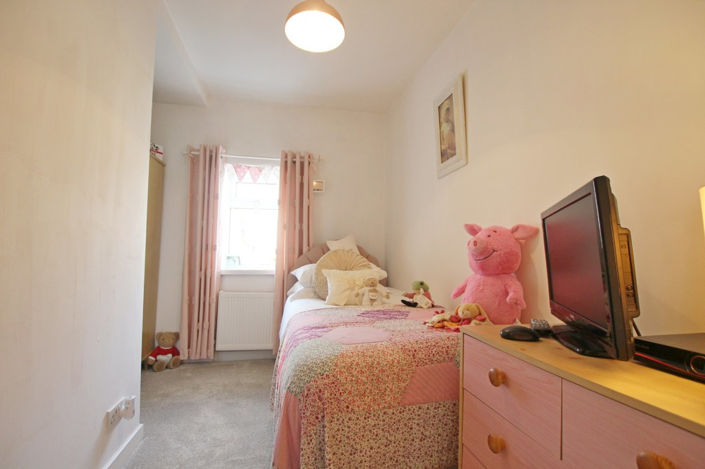 3 bedroom town house Under Offer in Accrington - photograph 11.