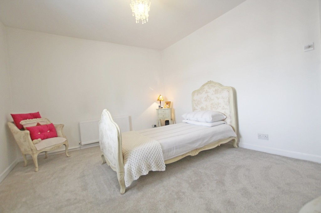 3 bedroom town house Under Offer in Accrington - photograph 8.