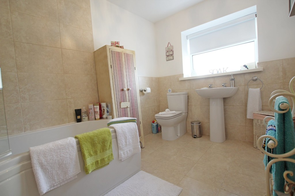3 bedroom town house Under Offer in Accrington - photograph 12.