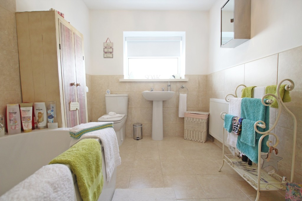 3 bedroom town house Under Offer in Accrington - photograph 13.