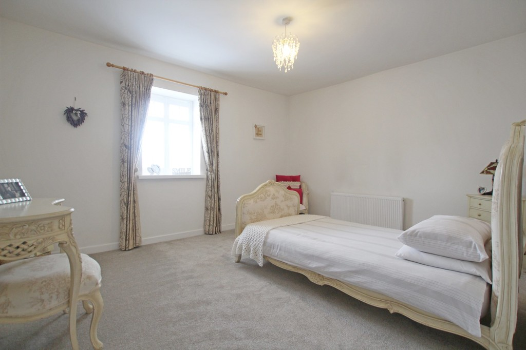 3 bedroom town house Under Offer in Accrington - photograph 14.