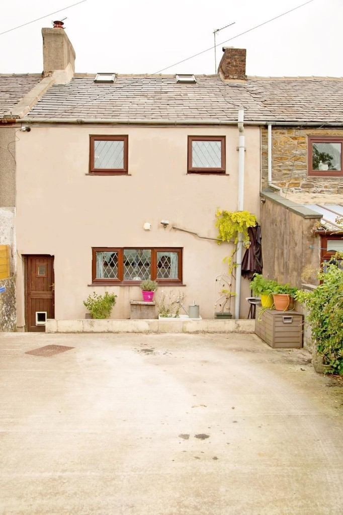 2 bedroom cottage house For Sale in Accrington - photograph 17.
