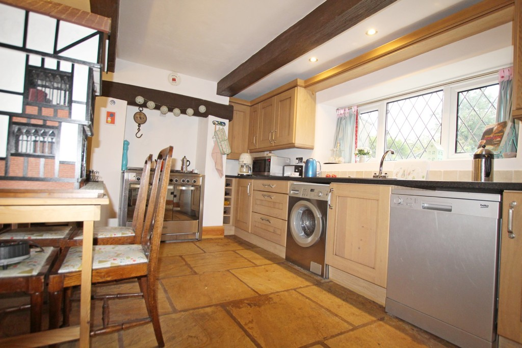 2 bedroom cottage house For Sale in Accrington - photograph 7.